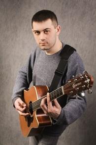 Поющий гитарист Деловой Центр