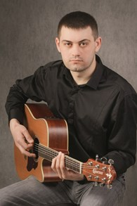 Поющий гитарист Выставочная