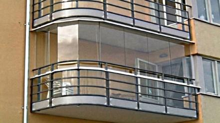 Безрамное остекление балкона в спб в рассрочку на 12 месяцев.