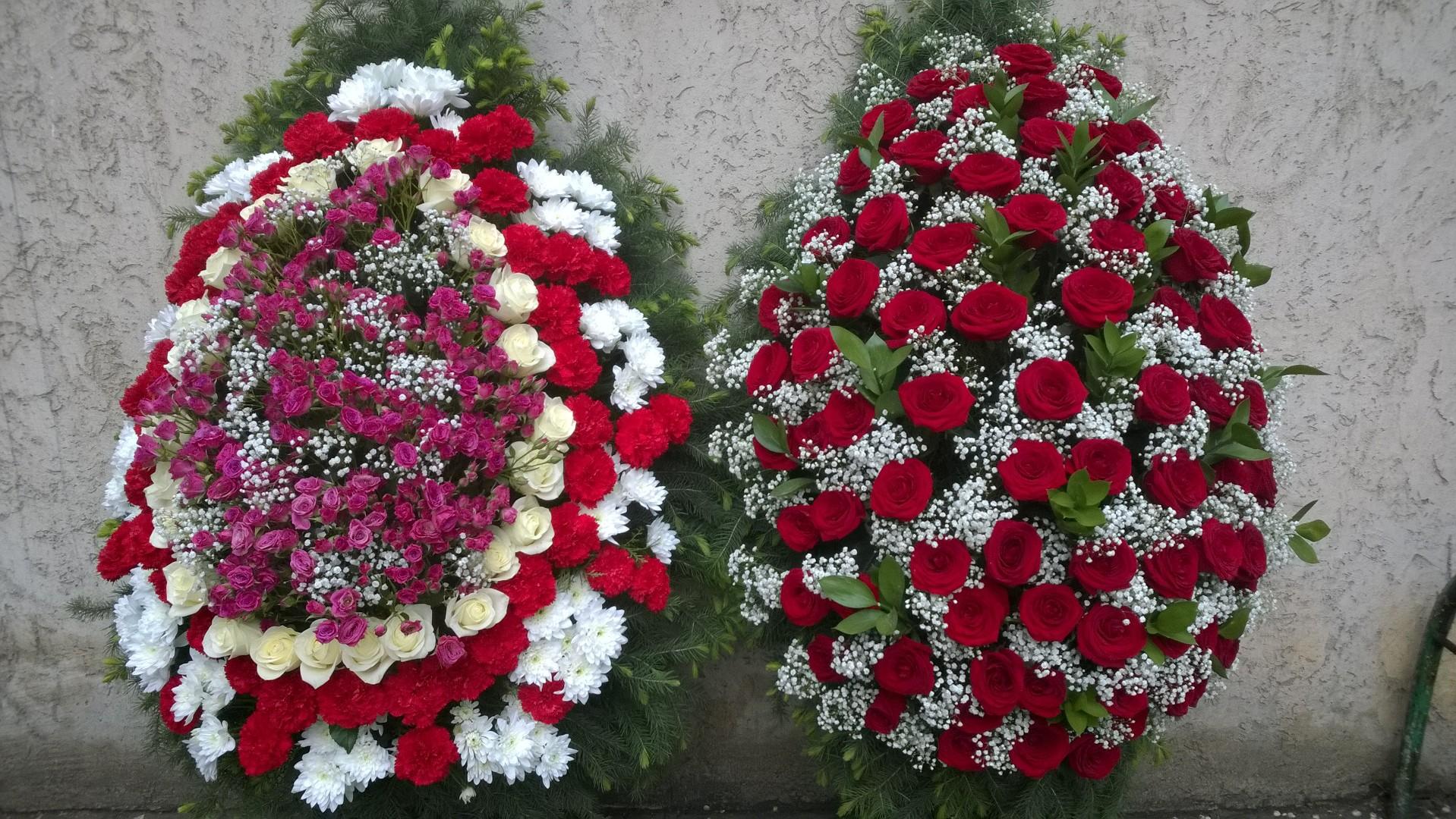 Венок из живых цветов на похороны