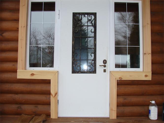 двери наружные металлические белые с окошком