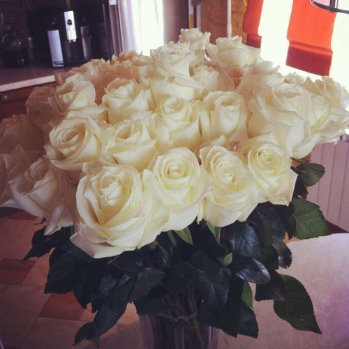 Букет цветов в вазе дома фото
