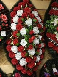 Ритуальные принадлежности. Похоронные товары. Венки, гробы, кресты, ограды, памятники. Катафалк