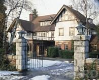 Das erste Haus